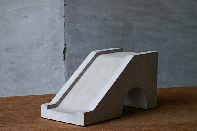 SUBERIDAI BOOKEND
