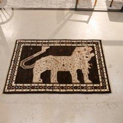 手織り絨毯168x107cm(ウール100%・ライオン)|ギャッベ18-1370