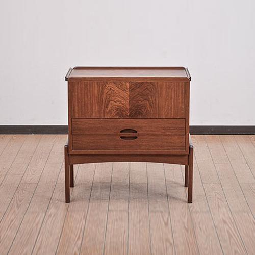 北欧デンマークのビンテージ家具/UD5022/ソーイングテーブル