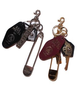 "RALEIGH<br>【 RALEIGH BEGINNERS ""WE ARE ALL SCUM"" RED MOTEL KEY CHAIN 】"