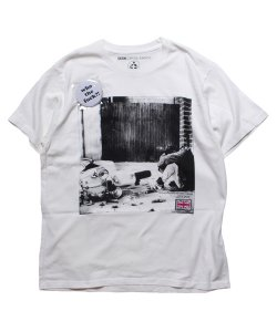 "RALEIGH / ラリー REDMOTEL / レッドモーテル(2色展開)<br>【 ""Can You See The Real Me?"" PHOTO T-SHIRTS (WHITE) 】"