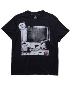 "RALEIGH / ラリー REDMOTEL / レッドモーテル(2色展開)<br>【 ""Can You See The Real Me?"" PHOTO T-SHIRTS (BLACK) 】"