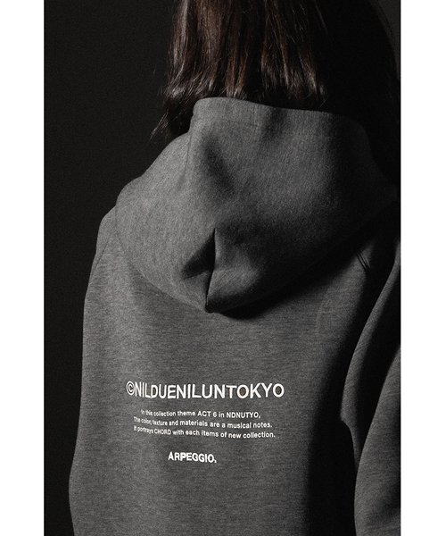 NIL DUE / NIL UN TOKYO / ニル デュエ / ニル アン トーキョー | EMBROIDERY LOGO HOODIE (DARK GRAY) 商品画像4
