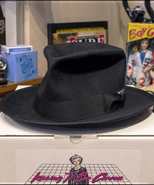 """RALEIGH / ラリー(RED MOTEL / レッドモーテル)   KISSING TO BE CLEVER """"君は完璧さ"""" FEDORA HAT / LDN1983 (BK×BK) 商品画像11"""