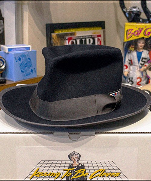 """RALEIGH / ラリー(RED MOTEL / レッドモーテル)   KISSING TO BE CLEVER """"君は完璧さ"""" FEDORA HAT / LDN1983 (BK×GY) 商品画像11"""