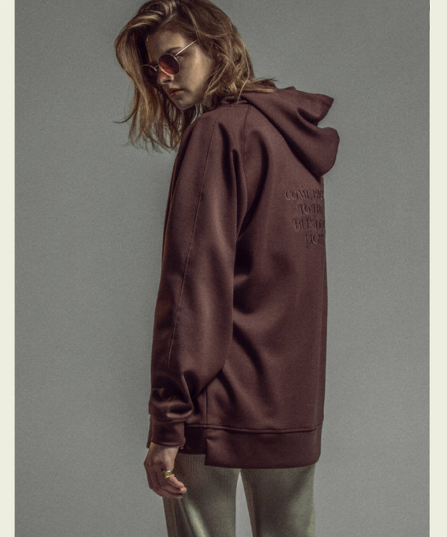 NIL DUE / NIL UN TOKYO / ニル デュエ / ニル アン トーキョー | EMBROIDERY LOGO HOODIE (CHOCOLATE BROWN) 商品画像6
