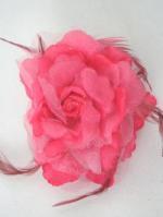 造花と羽の髪飾り ピンク大