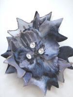 造花とクリスタルの髪飾り ブルーグレー