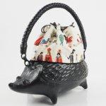 コシェルドゥ【ハリネズミ(黒)バッグ】梅屋オリジナル巾着 モンスターマーチ