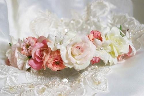 お花で出来たフラワーカチューシャ・花冠