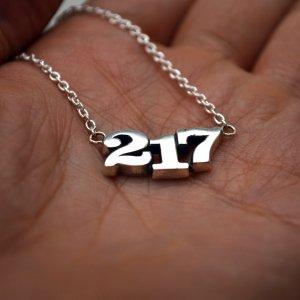 ■217ナンバーネックレス【3桁】オリジナル製作例 セレブラル書体 いぶし銀仕上げ