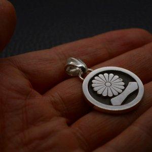 ■家紋ペンダントネックレス製作例【丸に菊に一の字】