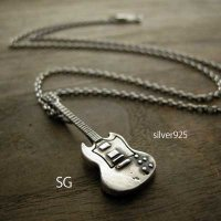 □シルバー製ギターネックレス【SG】-墨入れ仕上げ- ※チェーン付