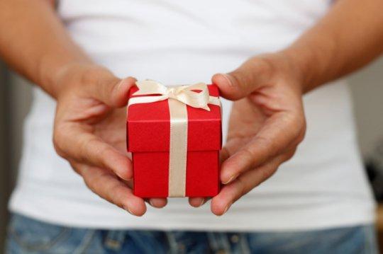 俺のこと好きなの?どうなの!_曖昧な関係を打破したいなら逆バレンタインにプレゼントを贈って告白!