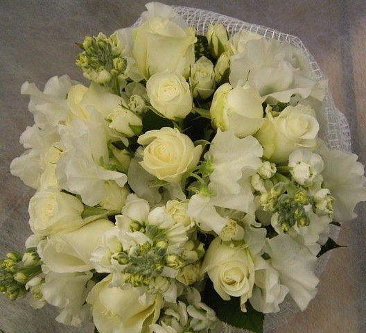 ホワイト&ホワイトブーケ花束(白バラ)