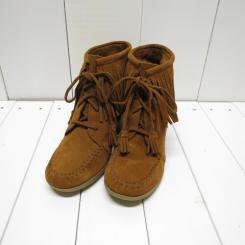 ミネトンカ/MINNE TONKA /LACE-UP FRINGE ANKLE WEDGE BOOT/ブラウン