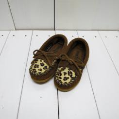MINNE TONKA/ミネトンカ キッズ LEOPARD KILTY MOC/DUSTY BROWN