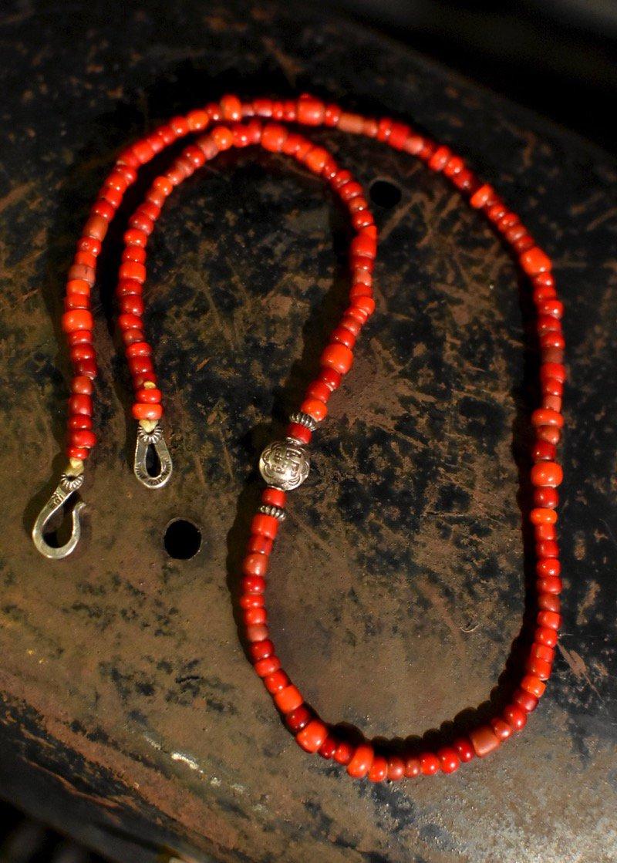 CHOOKE - Antique White Heart Necklace...