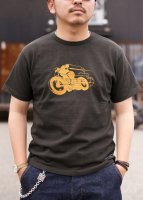 <img class='new_mark_img1' src='https://img.shop-pro.jp/img/new/icons1.gif' style='border:none;display:inline;margin:0px;padding:0px;width:auto;' />TROPHY CLOTHING - OLD RACER OD CREW TEE (GUN BLACK)