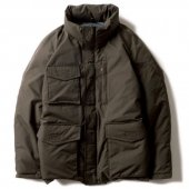 <img class='new_mark_img1' src='https://img.shop-pro.jp/img/new/icons50.gif' style='border:none;display:inline;margin:0px;padding:0px;width:auto;' />UNCROWD - M65 DOWN JACKET (OLIVE)