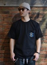 <img class='new_mark_img1' src='https://img.shop-pro.jp/img/new/icons1.gif' style='border:none;display:inline;margin:0px;padding:0px;width:auto;' />4Q CONDITIONING / LOGO POCKET TEE (BLACK)
