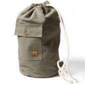 <img class='new_mark_img1' src='https://img.shop-pro.jp/img/new/icons1.gif' style='border:none;display:inline;margin:0px;padding:0px;width:auto;' />TROPHY CLOTHING - HOBO BAG (OLIVE)