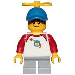 プロペラの帽子の男の子(#60234)