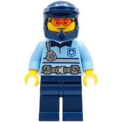 タウンセンターの警察官の男性(#60292)