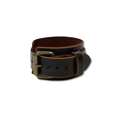 <img class='new_mark_img1' src='https://img.shop-pro.jp/img/new/icons16.gif' style='border:none;display:inline;margin:0px;padding:0px;width:auto;' />SEVENTY FOUR LEATHER WRIST BAND