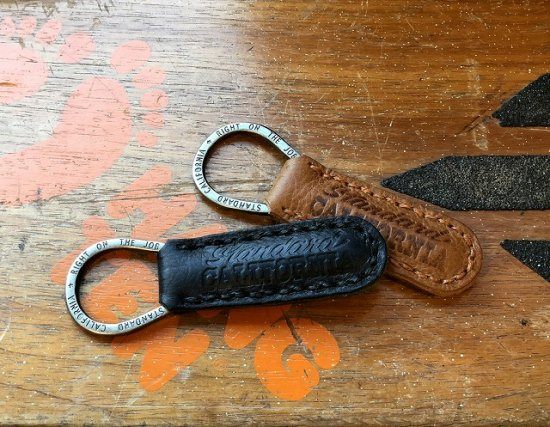 <img class='new_mark_img1' src='https://img.shop-pro.jp/img/new/icons50.gif' style='border:none;display:inline;margin:0px;padding:0px;width:auto;' />STANDARD CALIFORNIA Button Works × SD Leather Key Holder