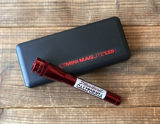 <img class='new_mark_img1' src='https://img.shop-pro.jp/img/new/icons50.gif' style='border:none;display:inline;margin:0px;padding:0px;width:auto;' />STANDARD CALIFORNIA  MAG-LITE × SD Mini Maglite 2nd LED 2AA