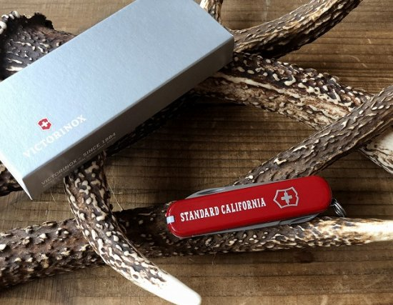 <img class='new_mark_img1' src='https://img.shop-pro.jp/img/new/icons12.gif' style='border:none;display:inline;margin:0px;padding:0px;width:auto;' />STANDARD CALIFORNIA  VICTORINOX × SD Ambassador