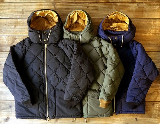 <img class='new_mark_img1' src='https://img.shop-pro.jp/img/new/icons16.gif' style='border:none;display:inline;margin:0px;padding:0px;width:auto;' />STANDARD CALIFORNIA SD Classic Quilted Down Jacket