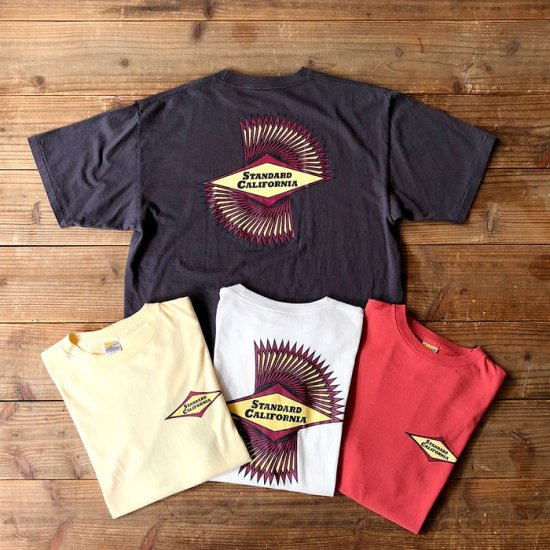 <img class='new_mark_img1' src='https://img.shop-pro.jp/img/new/icons16.gif' style='border:none;display:inline;margin:0px;padding:0px;width:auto;' />STANDARD CALIFORNIA SD Classic Surf Logo T