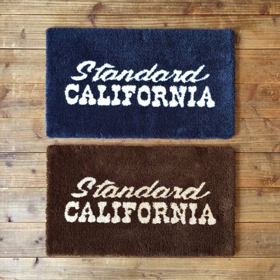 <img class='new_mark_img1' src='https://img.shop-pro.jp/img/new/icons12.gif' style='border:none;display:inline;margin:0px;padding:0px;width:auto;' />STANDARD CALIFORNIA SD Logo Rug