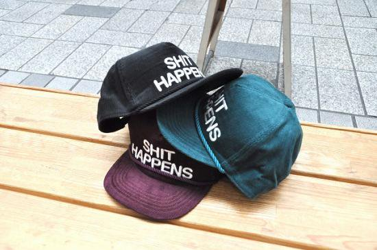 <img class='new_mark_img1' src='https://img.shop-pro.jp/img/new/icons50.gif' style='border:none;display:inline;margin:0px;padding:0px;width:auto;' />CAPTAINS HELM SHIT HAPPENS CORDUROY CAP