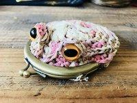 編みカゴ風カエルがま口 桃