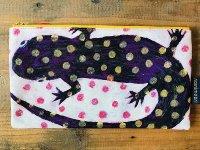 水玉紫サンショウウオ ぺたんこポーチ