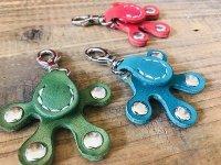 カエルの手のキーホルダー緑、青緑、赤