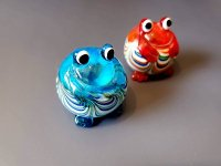 ガラス細工の幸せむカエル (赤、緑、青 色を選びください)