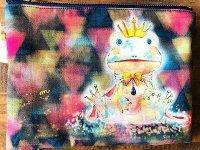 カエル王子ポーチ 夜の明かりが滲む色