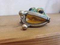 カエルのあみもの小さながまぐちキーホルダー