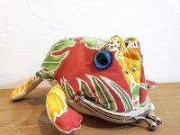 ツノカエルのカタチがま口 赤×緑 リーフ柄