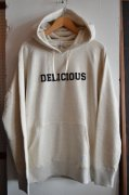 『Delicious』<br>Felt Pullover Hoodie<br>Oatmeal<br>Mサイズ<img class='new_mark_img2' src='https://img.shop-pro.jp/img/new/icons50.gif' style='border:none;display:inline;margin:0px;padding:0px;width:auto;' />