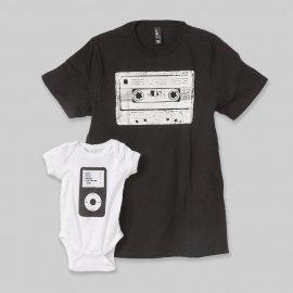 【パパ/ママ】半袖Tシャツ「Cassette and iPod」 (親子リンクコーデ)