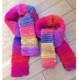 【パパ】キッズとパパのお揃い手編みミニマフラー・ピンク系(親子おそろいマフラー)