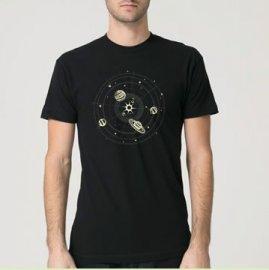 【パパ】半袖Tシャツ「暗闇で光る!SOLAR SYSTEM」(親子おそろい服) L