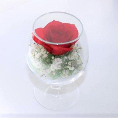 赤いバラとカスミソウのグラス2Sのボトルフラワー