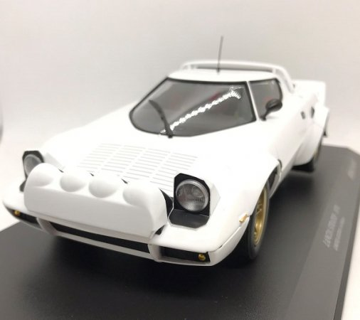 MINICHAMPS製 1/18ランチア ストラトス 1974 ホワイト