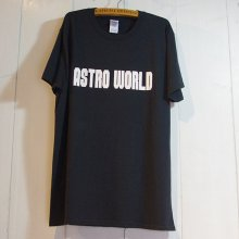 <img class='new_mark_img1' src='//img.shop-pro.jp/img/new/icons1.gif' style='border:none;display:inline;margin:0px;padding:0px;width:auto;' />TOKYO POWDER - ASTRO WORLD TEE -